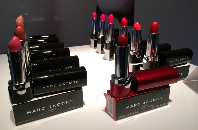 Maquillage Marc Jacob - LOVEMARC LIP GEL - ROUGE A LEVRES HYDRATANT